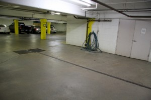 Underground car wash bay